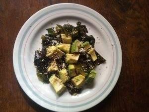 afrontar los catarros de otoño con ensalada de wakame y aguacate